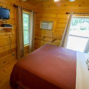 queen bed in ridgeview retreat