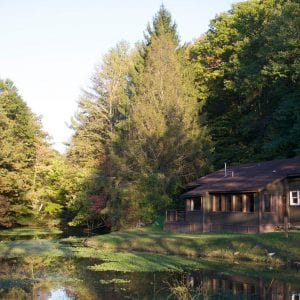 Breathtaking view of the Truman Lodge beside on the lake