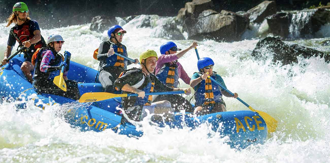 Class IV rapid, Iron Ring on the Upper Gauley River in West Virginia.