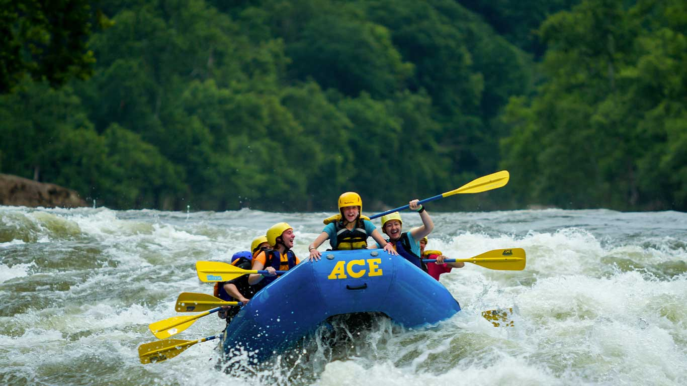 Group rafting the New River with ACE Adventure Resort