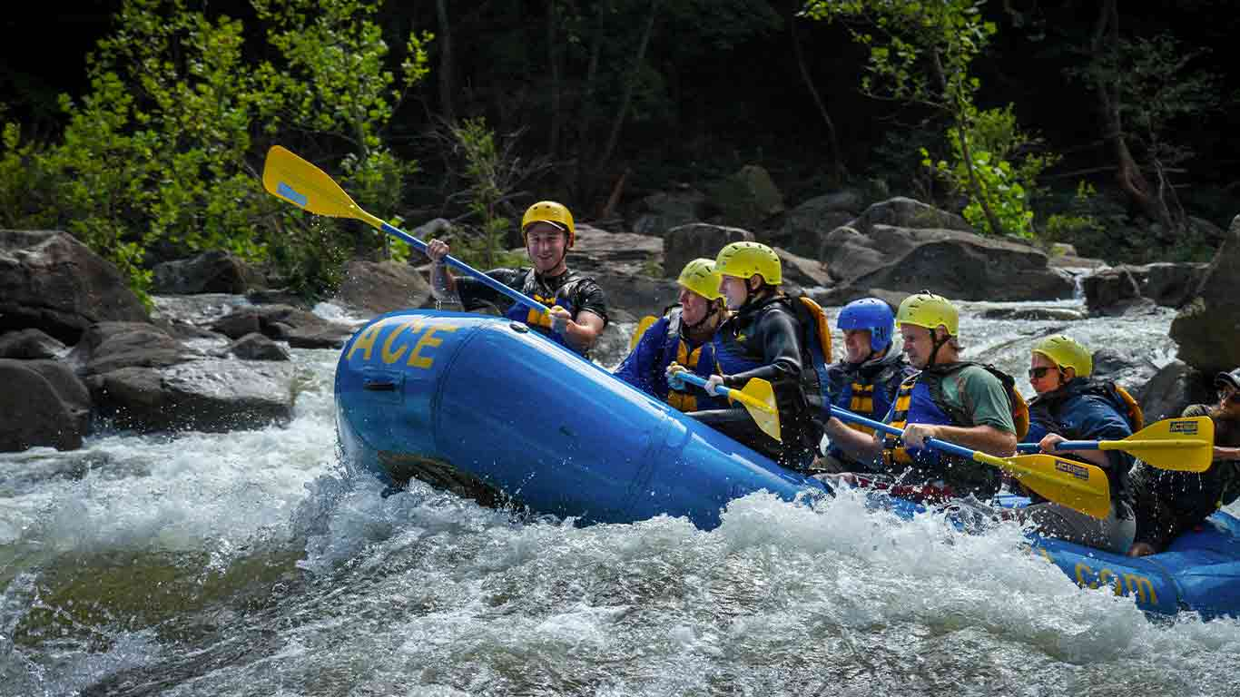 Group lower gauley river rafting during gauley season