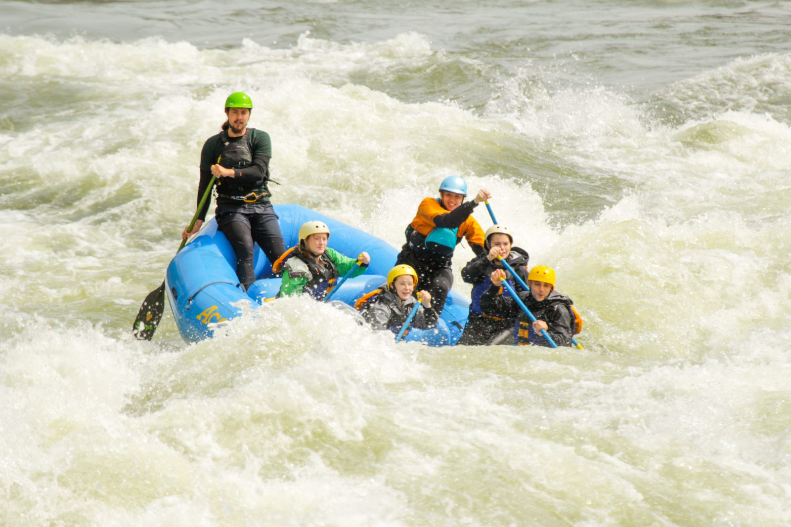 Spring rafting in the Lower New