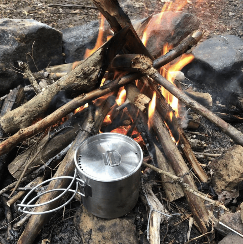 Making a fire with New Over Survival and Bushcraft
